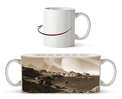 Meeres Landschaft mit Saturn am Himmel Effekt: Sepia als Motivetasse 300ml, aus Keramik weiß, wunderbar als Geschenkidee oder ihre neue Lieblingstasse.