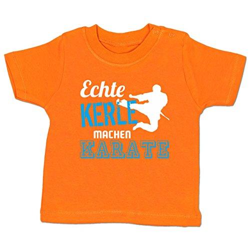 Shirtracer Sport Baby - Echte Kerle Machen Karate - 3-6 Monate - Orange - BZ02 - Babyshirt Kurzarm