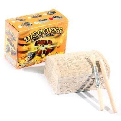 Puckator Ltd Pirate Treasure Chest excavate your own treasure kit find gold skulls skeletons