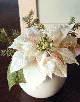artplants Set 2 x Künstliche Weihnachtssterne Wanda im Keramiktöpfen, Creme-rosa, 14 cm, Ø 20 cm – Kunstblume/künstliche Blumen