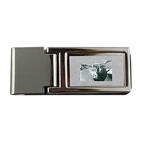 Metal money clip with Man reading news about Charles de Gaulle, dead.