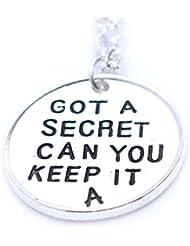 Pretty Little Liars inspirado tiene un secreto puede Keep It plateado collar
