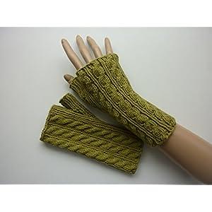 Armstulpen Kiwigrün mit Zopfmuster aus Baumwolle handgestrickt