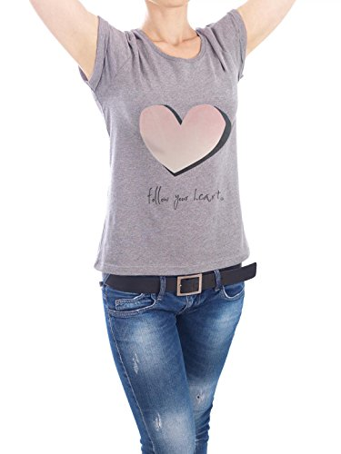 "Design T-Shirt Frauen Earth Positive ""follow your heart"" - stylisches Shirt Typografie von m.belle Grau"
