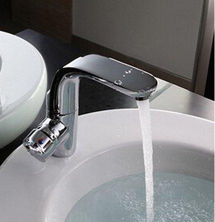 Aolomp Waschtischarmatur Chrome Messing Heiß Und Kalt 360 Grad Drehen Badezimmer Waschbecken Wasserhahn Spüle Mixer Mit Top-Qualität Keramik-Patrone (Luft Chrome Heiße)
