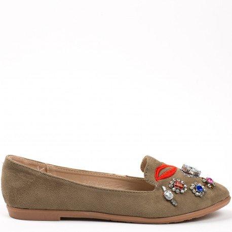 Ideal Shoes - Mocassins effet daim décorés de strass et broderies Jihane Taupe