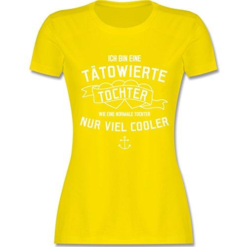 Shirtracer Typisch Frauen - Ich Bin eine Tätowierte Tochter - Damen T-Shirt Rundhals Lemon Gelb