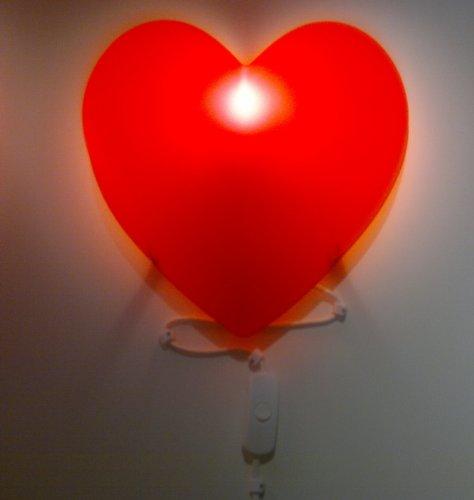 Ikea lampada da parete per cameretta bambini a forma di cuore colore rosso - Ikea lampade bambini ...