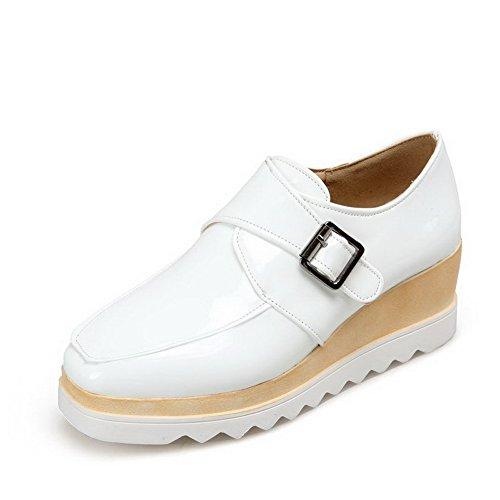 AllhqFashion Damen Quadratisch Zehe Mittler Absatz Schnalle Rein Pumps Schuhe Weiß