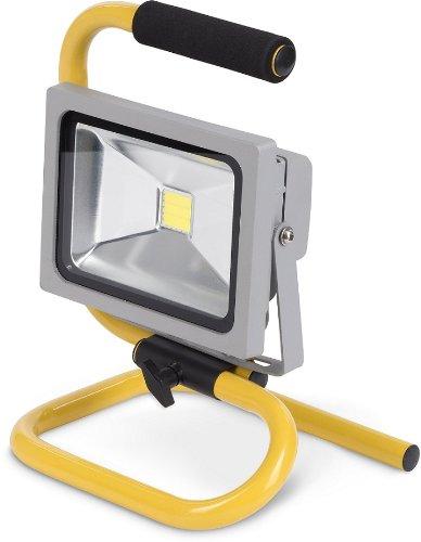 Flexibles super helles LED Flutlicht mit 220 Volt - 20 Watt - 1440 Lumen und leichtem Alugehäuse. LED Arbeitsdauer von 50.000 Stunden. Besticht durch geringen Energieverbrauch, längere Haltbarkeit, geringe Empfindlichkeit.