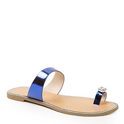 Idéal Shoes Infradito metallizzate, con inserto gioiello e strass, modello: Jamila Blu