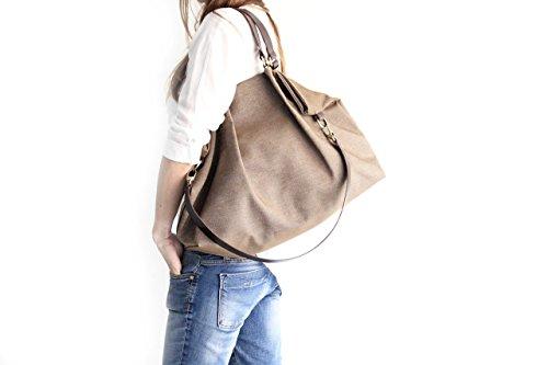 borsa-in-tela-e-cuoio-tessuto-idrorepellente-e-cuoio-italiano-color-marrone-susy-shoulder-bag