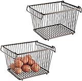 mDesign Juego de 2 cestas metálicas apilables con Asas - Canasto metálico de Almacenamiento con diseño Atemporal - Prácticas Cajas metálicas de Alambre para Alimentos y artículos de Cocina - Bronce