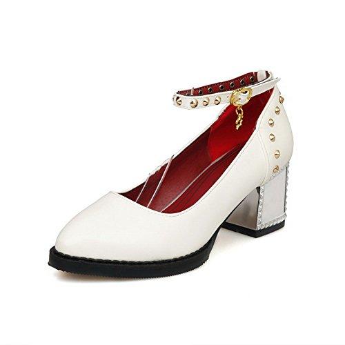 AllhqFashion Damen Weiches Material Schnalle Spitz Zehe Eingelegt Pumps Schuhe Weiß