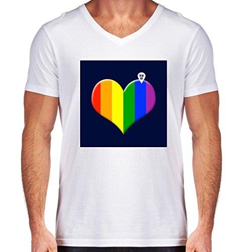 camiseta-blanca-con-v-cuello-para-los-hombres-tamano-m-corazon-del-arco-iris-by-wamdesign