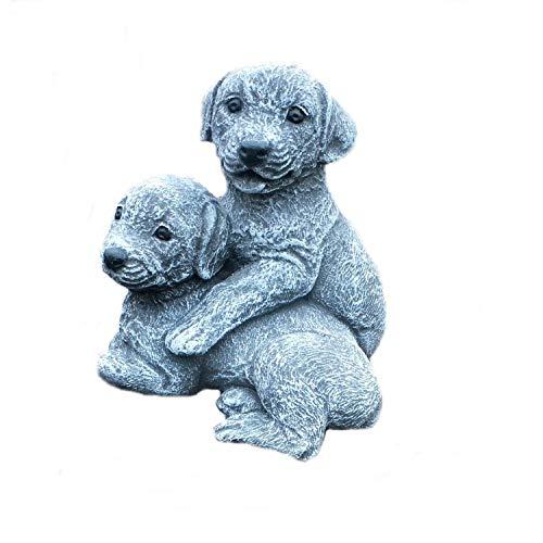 Steinfigur Hund Labrador Welpen spielend Gartenfigur Steinguss Frostfest