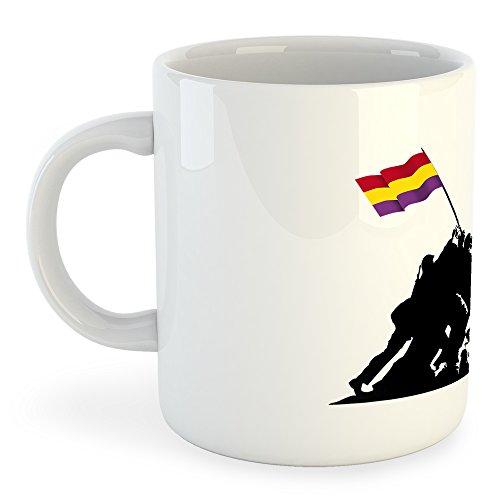 Con la famosa silueta de los soldados de Iwo Jima alzando una bandera, en este caso la bandera de la república española.Deja clara tu ideología política.