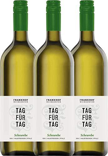 VINELLO 3er Weinpaket Weißwein - Tag für Tag Scheurebe halbtrocken 1,0 l 2019 - Frankhof Weinkontor mit Weinausgießer   halbtrockener Weißwein   deutscher Sommerwein aus der Pfalz   3 x 1,00 Liter