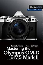 [(Mastering the Olympus OM-D E-M5 Mark II)] [By (author) Darrell Young ] published on (October, 2015)
