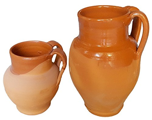 Pignata in terracotta fatta a mano sul tornio (smaltata all'interno - adatta per cuocere i fagioli o altri legumi sul fuoco); altezza cm. 17, diametro cm. 10.