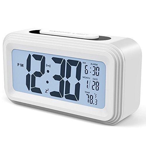 Shanyaid Digitaluhr Wecker Alarm Clock Batteriebetriebener LED Digitaluhr mit Bildschirm Lichtsensor Berührungssensor Uhr für die älteren, Kinder und Jugendliche - Weiß (Alarm Clock Radio Für Teenager-mädchen)