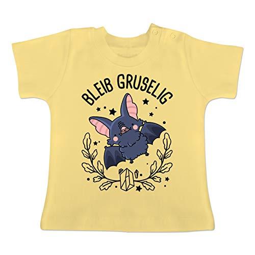 Halloween Baby - Bleib gruselig Mir süßer Fledermaus - 18-24 Monate - Hellgelb - BZ02 - Baby T-Shirt - Am Besten Gruselige Kostüm