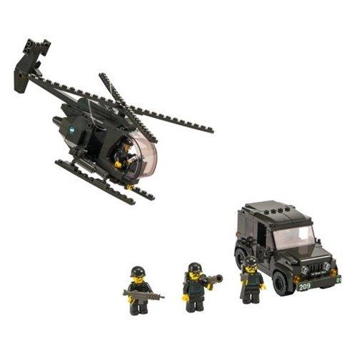Jeep militari e set di elicotteri