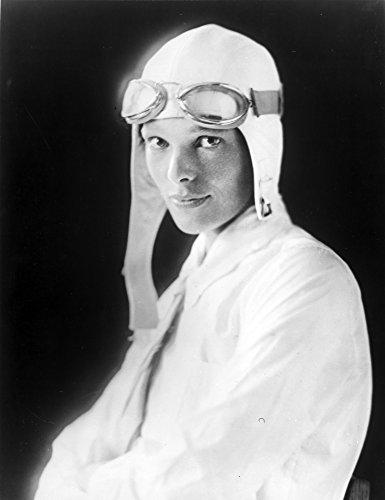 The Poster Corp Amelia Earhart on Jet Pilot Costume Portrait Photo Print (20,32 x 25,40 cm) (Pilot Amelia Earhart)