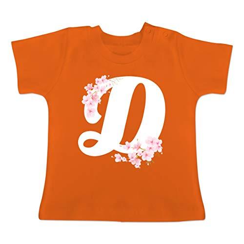 Anfangsbuchstaben Baby - Buchstabe D mit Kirschblüten - 1-3 Monate - Orange - BZ02 - Baby T-Shirt Kurzarm - Cherry Blossom Ärmel