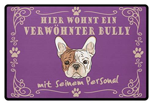 Shirtee Hier wohnt ein verwöhnter Bully Fußmatte mit seinem Personal   French Bulldog   Französische Bulldogge - Fußmatte -60x40cm-Lila
