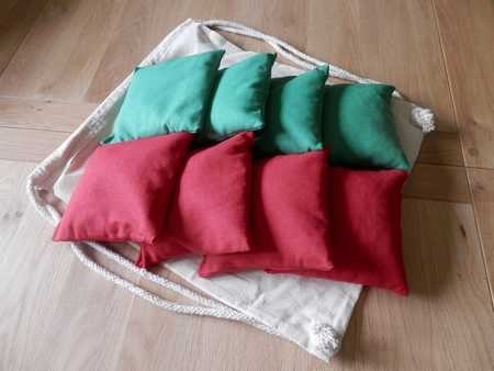 Cornhole Bags x8 (Green and Red)