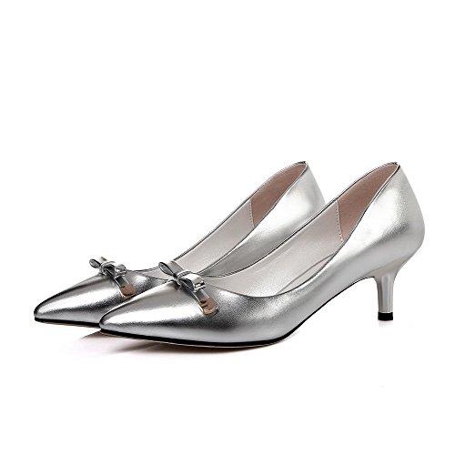 AllhqFashion Damen Mittler Absatz Rein Ziehen Auf Weiches Material Spitz Zehe Pumps Schuhe Silber