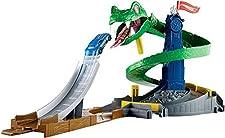 Hot Wheels FNB20 - City Kobra Angriff Set, großes Spielset mit Schlange inkl. 1 Spielzeugauto, und Starter, ab 4 Jahren
