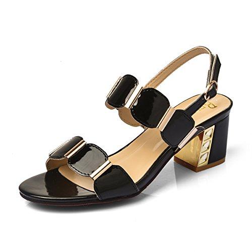 La moda estiva indossa una traccia di parole/Signore con sandali spessi C