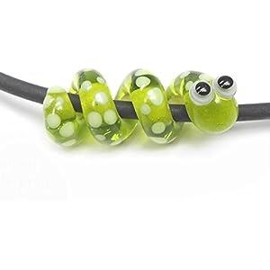 Anhänger, handgefertigt aus Glas, kleine Schlange grün transparent mit Punkten, mit 4 mm Lochdurchmesser