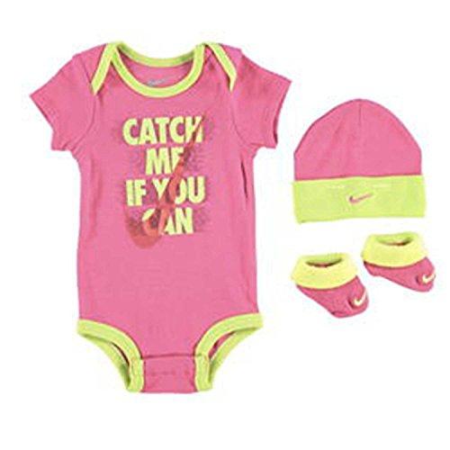 Nike Gift Pack catch me if you can, Set Baby 3 pezzi Body+Cappello+Scarpa (Taglia 0/6 mesi) (rosa giallo fluo, 0/6 Mesi)