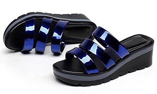 Sommer-Mode Steigung mit bequemer großer Frau in Sandalen und Pantoffeln mit rutschfesten flachen Sandalen Frauen deep blue