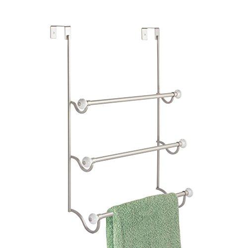 mDesign Handtuchhalter ohne Bohren – ideales Badzubehör zur Ablage von Handtüchern mit drei Stangen – wird an Tür oder Duschtür gehängt – rostfrei – Farbe: Satiniert / Weiß