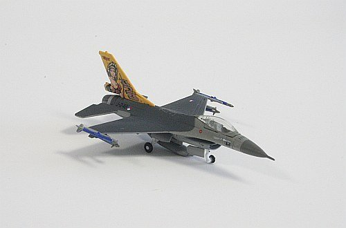 royal-netherlands-lockheed-martin-f-16a-fighting-falcon-af323-sqd-50th-anniversary-dirty-diana-1200