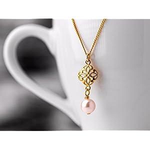 Romantischer Perlen-Schmuck / Perlen-Kette mit Filigran-Anhänger: Zarte vergoldete 925er Sterling-Silber Gliederkette mit einem orientalischen Filigran-Element und zartrosa Muschelkernperle