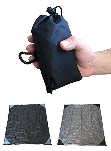 Pocket Decke Mat - Tragbare leichte Water-proof & Kompakte mit 4 Ecke Taschen Karabiner & Tasche - Picknick Reisen Camping Strand Wandern Grillmöglichkeiten Solarium Windel wechseln (150 x 120 cm, Grau) (Pocket-stein)