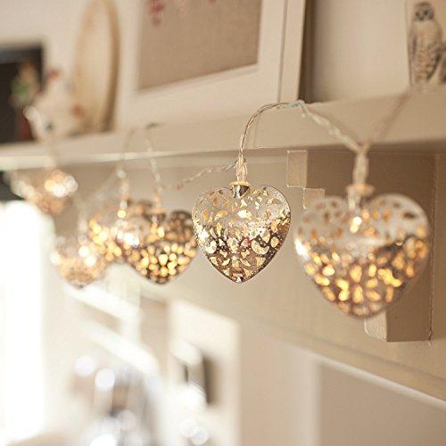 Cadena de 10 corazones en filigrana plateada iluminados por LED a pilas di Lights4fun