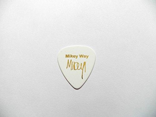 mikey-way-my-chemical-romance-mcr-signature-pragung-plektrum-guitar-pick-medium-plain-white