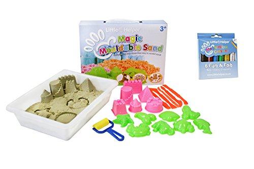 Little Helper 1 kg Magic formbar natürlichen Sand Pack mit Kunststoff Tablett/14 Formen/Rollen und Gräser und Little Helper Buntstifte magischen waschbar, Vibrant mit Satin Finish - Stück 6 Farben -