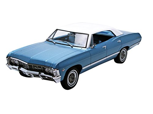 GreenLight Collectibles Artisan Collection 1967 Chevrolet Impala Sport Sedan Blue/White Vehicle (1:18 Scale)