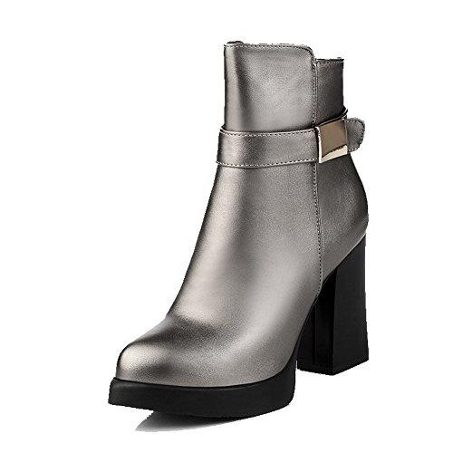 AgooLar Damen Pu Leder Niedrig-Spitze Eingelegt Reißverschluss Stiefel mit Metalldekoration Silber