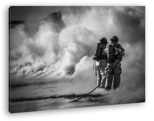 Helden des Feuers - Die Feuerwehr Format: 80x60 Effekt: Schwarz/Weiß als Leinwandbild, Motiv fertig...