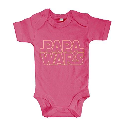 net-shirts Organic Baby Body mit PAPA WARS Aufdruck STAR Spruch lustig Strampler Babybekleidung aus Bio-Baumwolle mit Zertifikat, Größe 3-6 Monate, pink