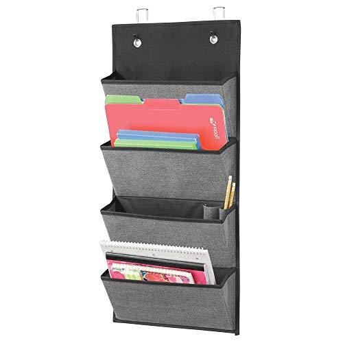 mDesign système de rangement suspendu en fibre synthétique avec motif en relief - rangement bureau avec 4 grandes poches - étagère suspendue pour cahiers, carnets de notes, etc. - gris ardoise/noir