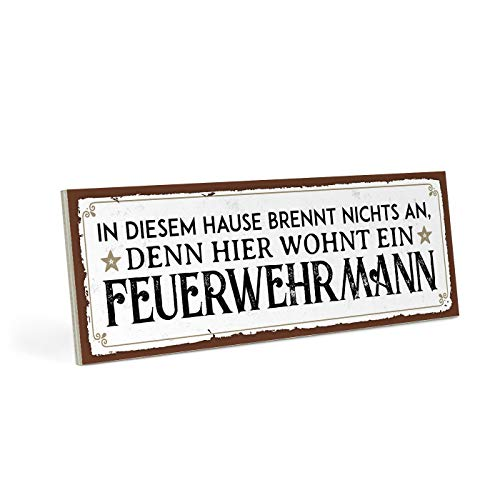 ARTFAVES Holzschild mit Spruch - Hier WOHNT EIN FEUERWEHRMANN - Vintage Shabby Deko-Wandbild/Türschild (Schilder Familie)